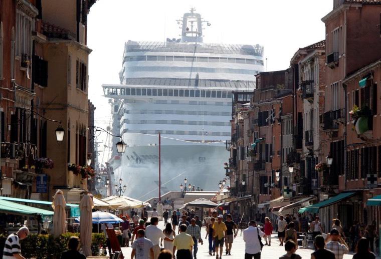 La Plataforma contra els Megacreuers celebra que altres ciutats europees posin límits a aquest tipus de turisme massiu